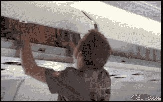 Gif Intentando arreglar un bug mientras que el problema está en la configuración del servidor